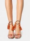 SCHUTZ Sandalo animalier con lacci e nappine